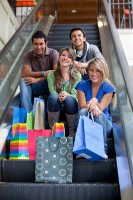 Grupo de Compras en Miami. Ph: Freestock
